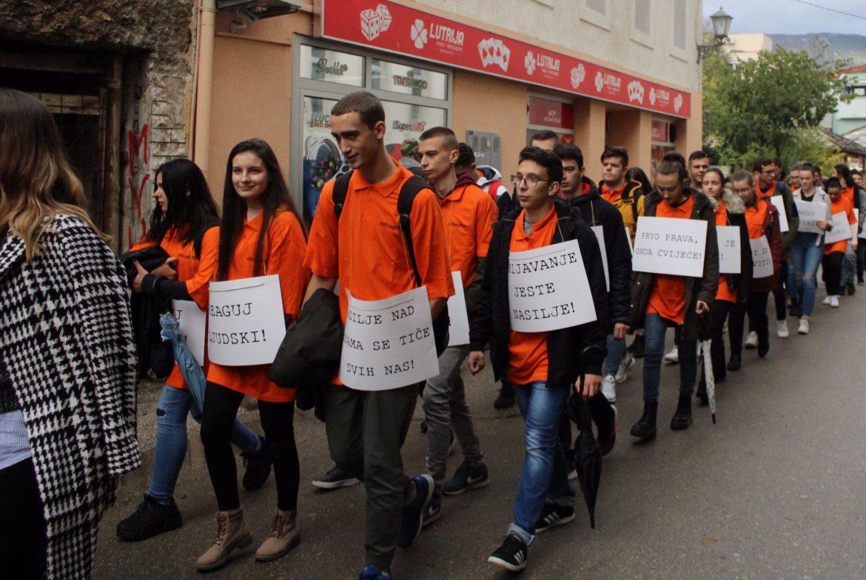 Ulična šetnja za borbu protiv nasilja nad ženama